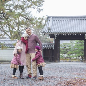 Family photo session as vacation & holiday photographer in Kyoto.